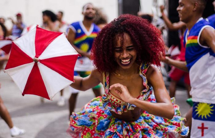 Clube de boneco Seu Malaquias na programção de carnaval da Casa da Cultura, em 2018 (Foto: Jan Ribeiro/Secult PE - Fundarpe)