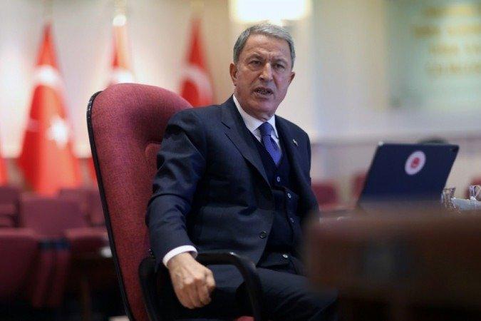 (Ministro turco Hukusi Akar diz que sem diálogo não é possível chegar a algum lugar. Foto: AFP / POOL / Arif AKDOGAN))