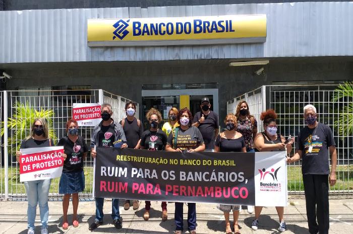 No último dia 15, bancários do BB participaram de protesto na Avenida Norte. (Foto: Sindicato dos Bancários de Pernambuco/Divulgação )