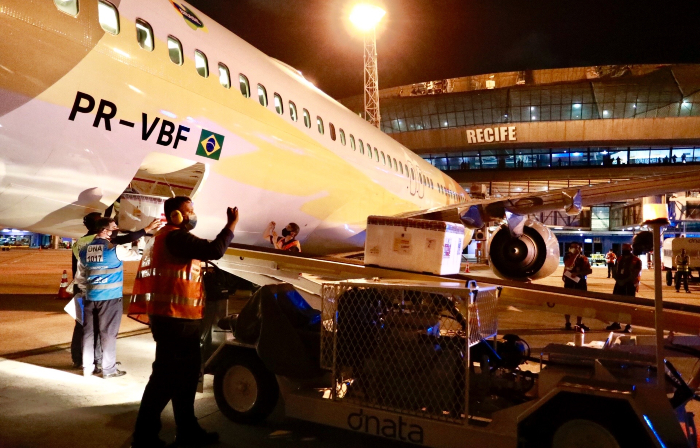 Doses chegaram no Aeroporto Internacional do Recife/Guararapes (Fotos: Heudes Regis/SEI)