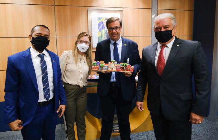Prefeito de Olinda se encontrou com ministro Gilson Machado Neto, do Turismo. Deputado federal Augusto Coutinho também acompanhou a agenda. (Foto: Instagram/Reprodução)