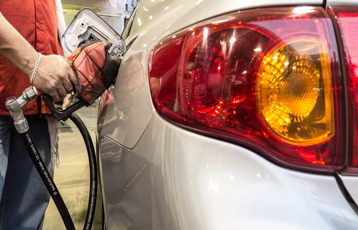Outra proposta é que o ICMS seja cobrado sobre o preço dos combustíveis na refinaria e não nas bombas. (Foto: Rafael Neddermeyer/Fotos Públicas)
