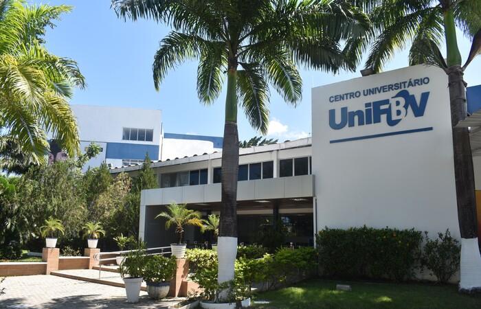As aulas serão online com os docentes do Centro Universitário UniFBV. (Foto: UniFBV/Divulgação)