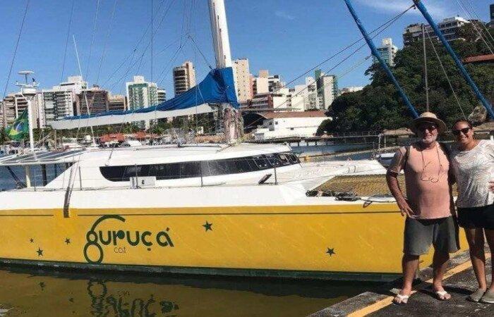 Dupla ficou à bordo da embarcação por cerca de quatro anos, entre 2012 e 2016, antes de vendê-la em março do ano passado  (Foto: Reprodução/Instagram)