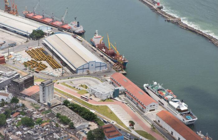 Em números absolutos, a movimentação no primeiro mês do ano foi de 166.041 toneladas. (Foto: Flavio Costa/Porto do Recife/Divulgação)