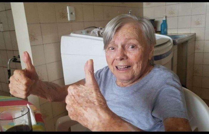 Aos 93 anos, Olinda Bolsonaro é parte do grupo prioritário previsto pelo PNI e recebeu a primeira dose da vacina em Eldorado, interior de SP (Foto: Reprodução/Facebook)