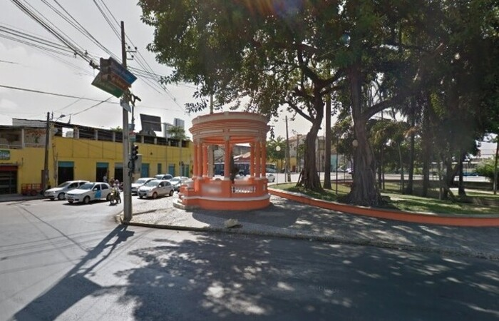 Praça Sérgio Loreto, no bairro de São José, no Recife (Foto: Reprodução/Google Street View)