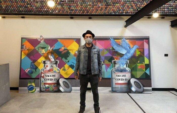 O artista e muralista brasileiro presentou as entidades com o trabalho e prestou uma homenagem aos cientistas brasileiros (Foto: Acervo de Eduardo Kobra/Divulgação)