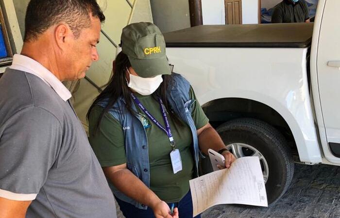 Equipe de fiscalização do órgão ambiental inspecionou condomínio (Foto: CPRH/Divulgação)