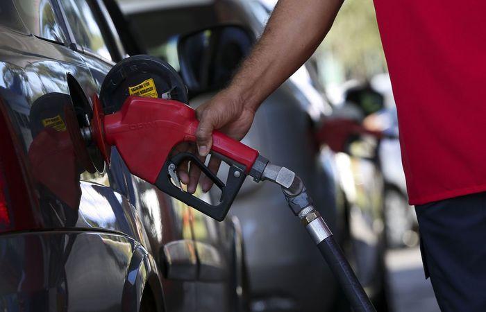 Postos de combustível estão autorizados a funcionar nos finais de semana.  (Foto: Marcelo Camargo/Agência Brasil)
