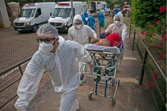 (Estudo britânico aponta que a variante brasileira do vírus da Covid-19 pode ser mais resistente à resposta imunológica, além de ser mais facilmente transmitida. Foto: AFP / TARSO SARRAF)