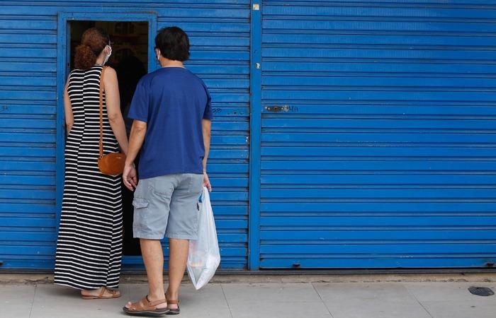 Serviços não essenciais não funcionarão das 20h às 5h e ficarão fechados nos finais de semana.  (Foto: Leandro de Santana/Arquivo DP)