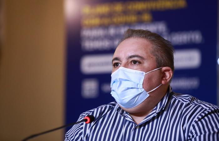 Secretário de Saúde, André Longo, cobrou compromisso da população (Foto: Hélia Sheppa/SEI)
