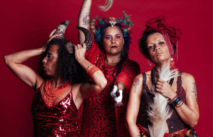 O grupo Coco de Oyá, da idealizadora do evento Rafa Ella Nepomuceno, faz a abertura da programação (Foto: Divulgação)