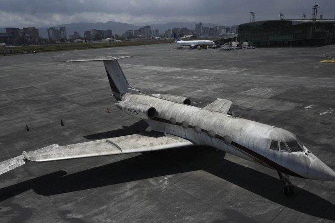 (O fechamento temporário do terminal obrigou o cancelamento de nove voos internacionais, enquanto dois que chegavam ao país foram desviados a El Salvador. Foto: JOHAN ORDONEZ / AFP)