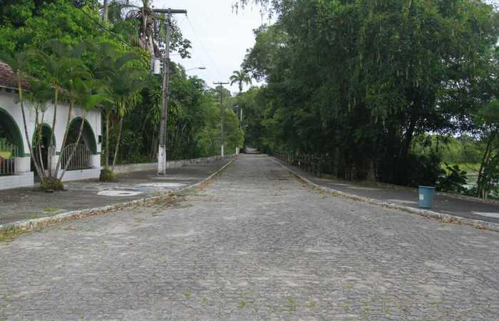 Longas vias do parque exibem cenário de completo vazio (Foto: Rômulo Chico/Esp. DP)