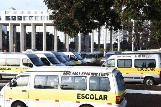 (Contratação de 50 veículos particulares se deu pelo aumento de quase 30% nos enterros; 50 novos motoristas também foram chamados. Foto: Ed Alves/CB/ D.A Press)