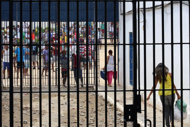 Justiça de PE autoriza volta de visitas presenciais em presídios a partir  desta quinta   Local: Diario de Pernambuco