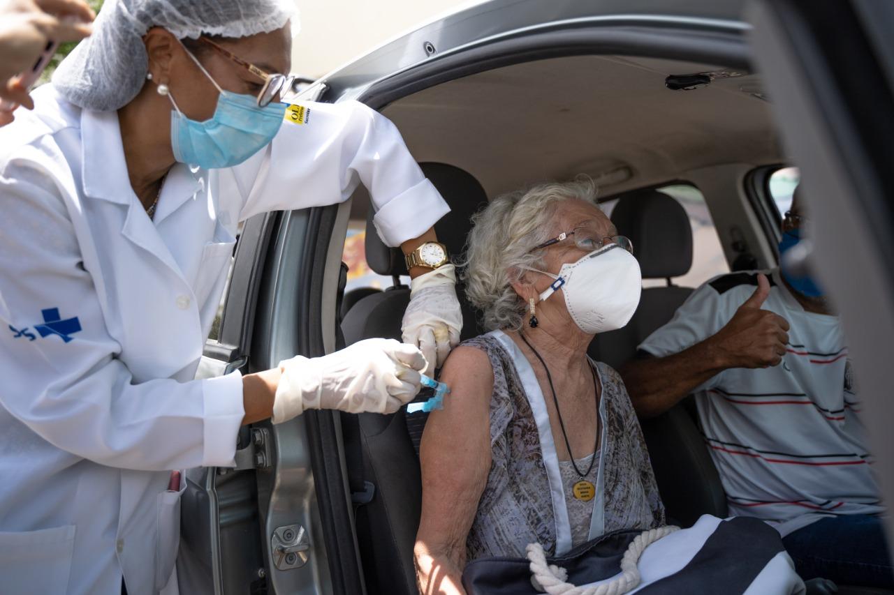 Os idosos não estão conseguindo realizar o agendamento para tomar o imunizante. (Foto: Divulgação)