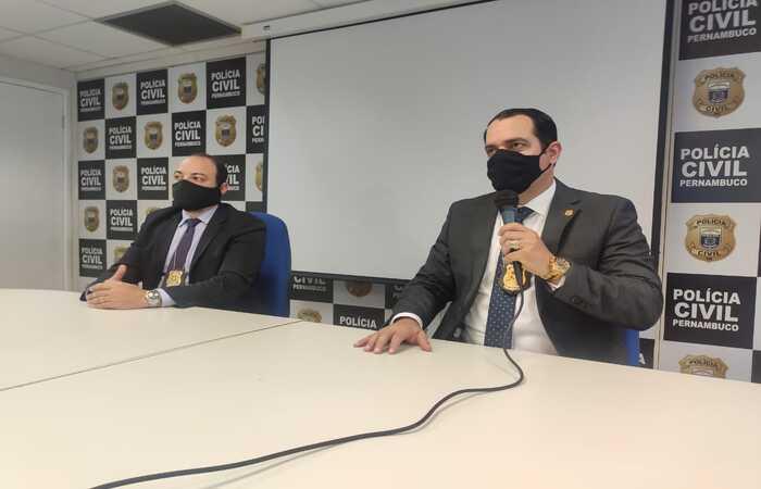 Na imagem está o delegado Eduardo Pereira, adjunto do GOE; e o delegado Paulo Berenguer, titular do GOE.