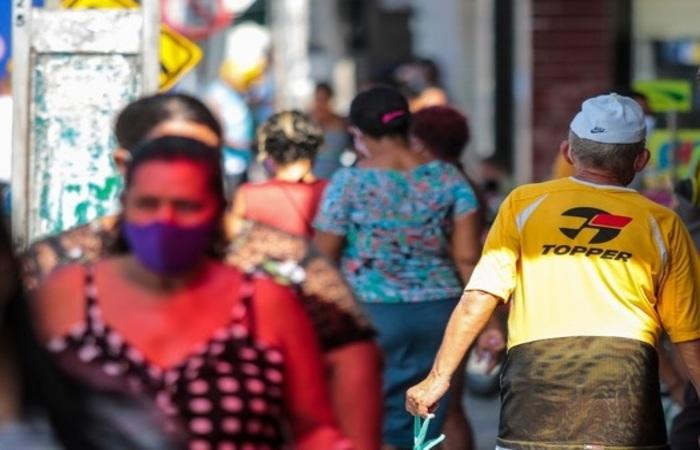 Comércio de centro, dos shoppings e das feiras de confecções poderá funcionar das 5h às 20h nos dias úteis. (Foto: Arquivo Diario de Pernambuco)