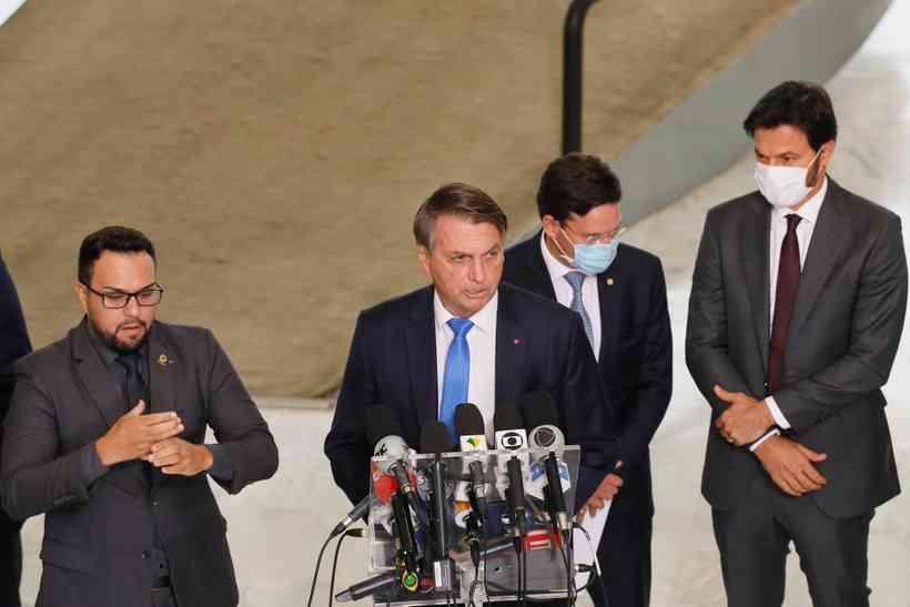 (Bolsonaro não utilizou o equipamento de segurança e ainda voltou atacar governadores e prefeitos. Foto: Isac Nóbrega/PR)