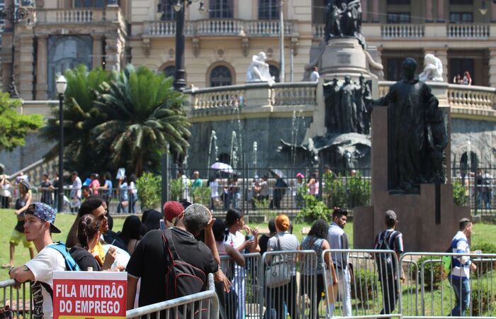 A população ocupada registrou um aumento de 2% (Rovena Rosa/Agência Brasil)