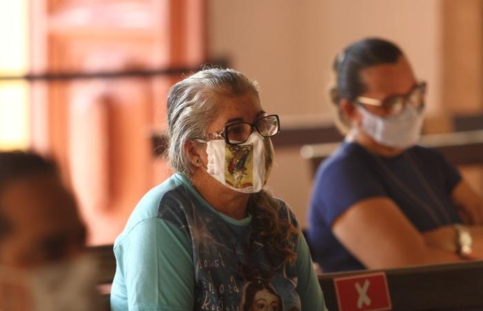 Maria do Bomparto disse que veio rezar pelos que estão sofrendo (Foto: Peu Ricardo / DP Foto)