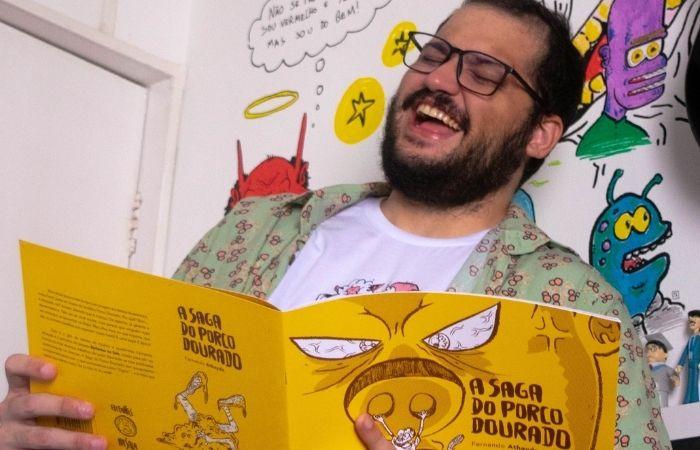 O artista desenvolveu o quadrinho nonsense durante seu mestrado em indústrias criativas para fugir do rigor acadêmico (Foto: Thaís Schio/ Divulgação)