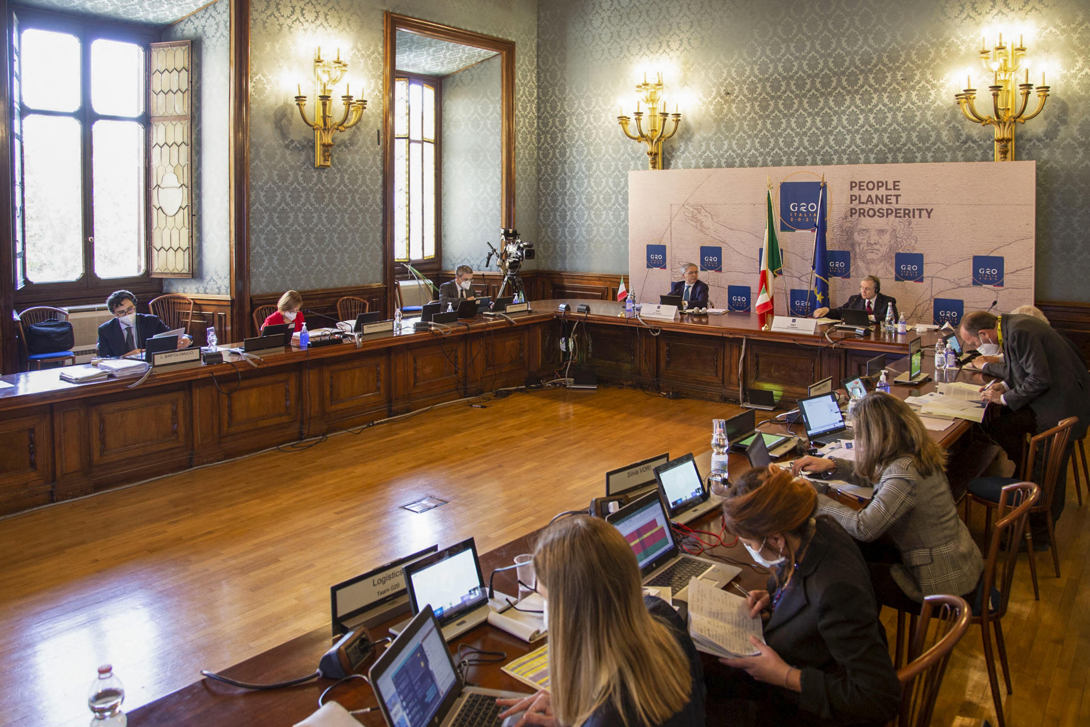 (Os dirigentes pediram ao Fundo Monetário Internacional (FMI) que aumente a ajuda às nações mais afetadas pelo vírus. Foto: Handout / ITALIAN FINANCE MINISTRY / AFP)