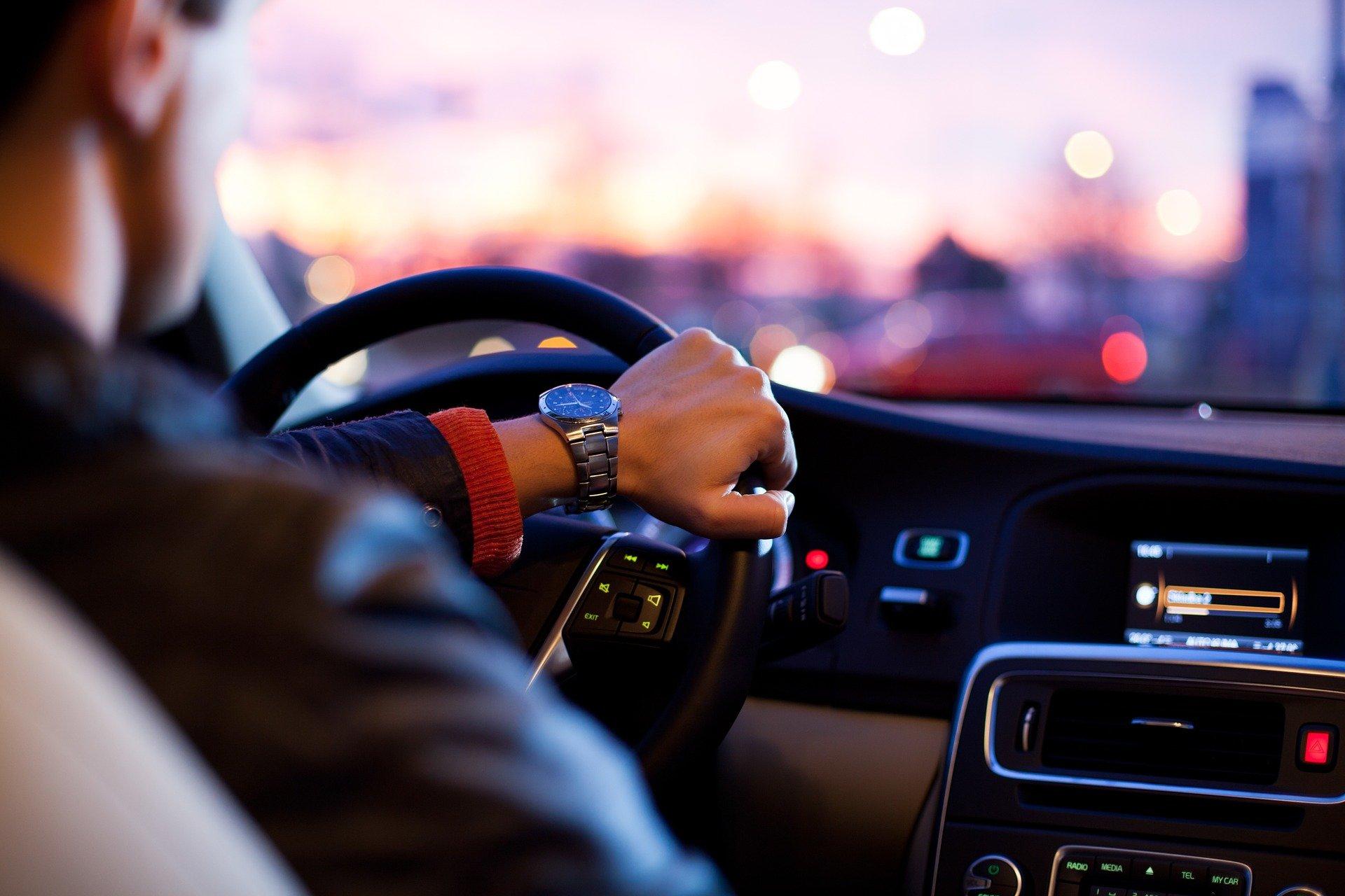 """(Segundo a porta-voz da polícia, o corpo correspondia ao companheiro do motorista, também suíço, e nele não foram observados """"indícios de criminalidade"""". Foto: Reprodução/Pixabay)"""
