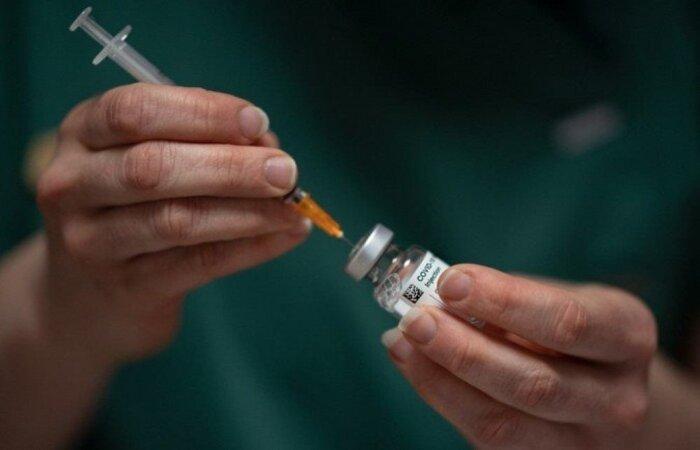 O texto visa alterar o artigo de lei que permite a compra apenas se todas as doses forem doadas ao Sistema Único de Saúde (SUS)  (crédito: LOIC VENANCE/AFP )