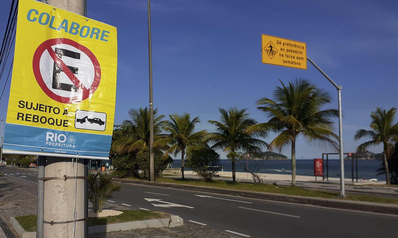 (Equipes verificam cumprimento de medidas de flexibilização na cidade. Foto: Fernanda Frazão/Agência Brasil)