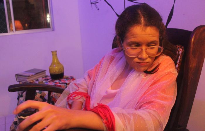 Encenação foi idealizada e interpretada pela atriz Bárbara Souza (Foto: Divulgação)