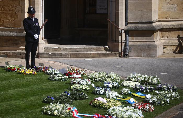 Devido ao coronavírus, as autoridades pediram aos britânicos que não compareçam a Windsor (HANNAH MCKAY / POOL / AFP)