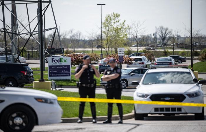 """O crime ocorreu uma semana após o presidente Joe Biden ter classificado a violência com armas de fogo no país de """"vergonha nacional"""" (JON CHERRY / GETTY IMAGES NORTH AMERICA / GETTY IMAGES VIA AFP)"""
