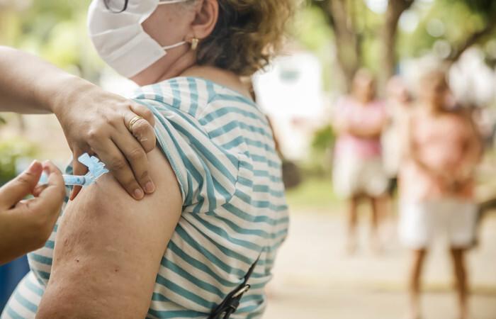 A cidade conta com 17 pontos de vacinação que funcionam das 7h30 às 18h30, de domingo a domingo (Divulgação/PCR)