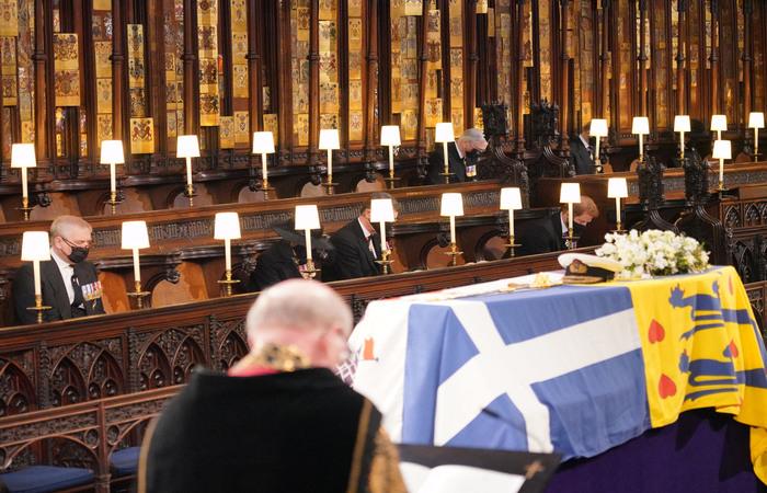 A breve procissão fúnebre foi seguida por um serviço religioso restrito e um enterro privado (Jonathan Brady / POOL / AFP)