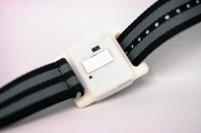 (Dispositivo pode ser usado como uma pulseira: resultado enviado ao smartphone. Foto: Kai-Chun Lin/Divulgação)