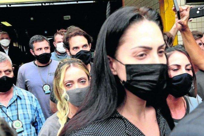 (Monique Medeiros sai de presídio em Niterói e ficará 14 dias sob isolamento em hospital penal no complexo penitenciário de Bangu, na Zona Oeste do Rio. Foto: Tânia Rego/Agência Brasil)