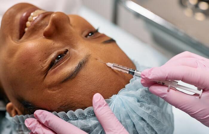 """Segundo a Dra. Palmyra Santa Rosa, """"a demanda dos pacientes e as queixas foram relativas a uso de máscaras e maior evidência das expressões faciais."""" (Foto: Ron Lac/Pexels)"""