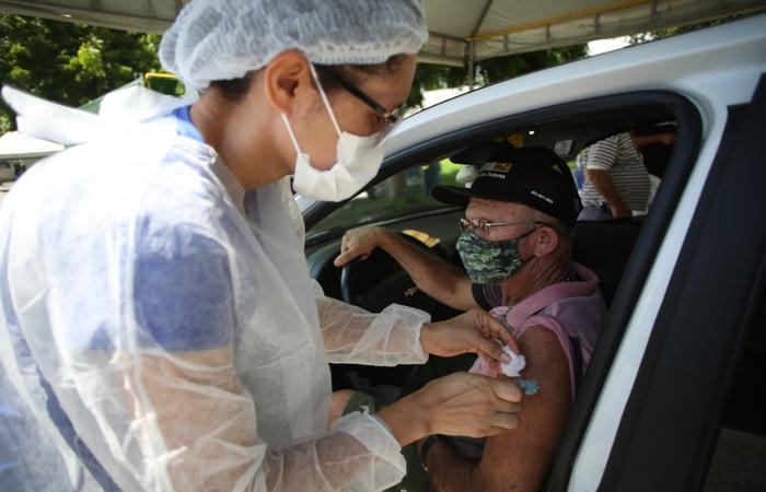 Antônio Ferreira, 66, agendou a primeira dose, mas relatou dificuldade para encontrar um dia disponível para receber a segunda dose. (Foto: Hesíodo Góes/ Esp. DP)
