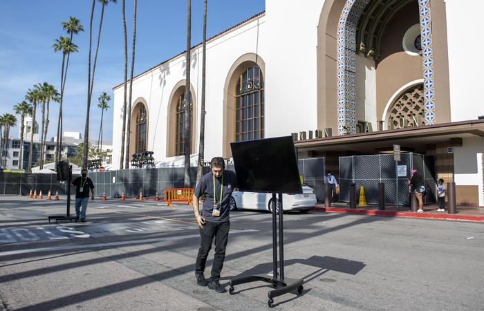 A estação de trem Union Station, em Los Angeles, passa por adaptações para receber o evento (Foto: Valerie Macon/AFP)