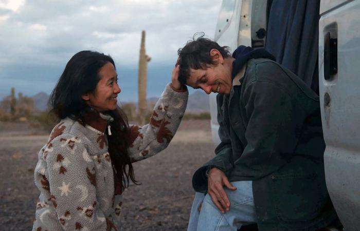 Chloé Zhao pode se tornar a segunda diretora a vencer na categoria por seu trabalho em 'Nomadland' (Foto: AFP)