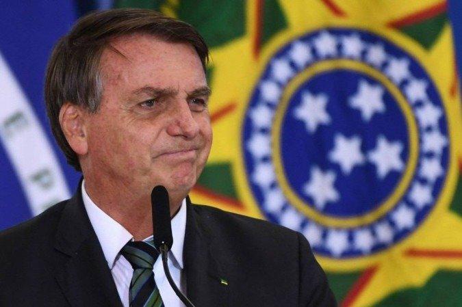 Com a instalação da comissão, na próxima terça-feira, Bolsonaro entra em campo para tentar evitar desgastes ao governo  (Foto: AFP)