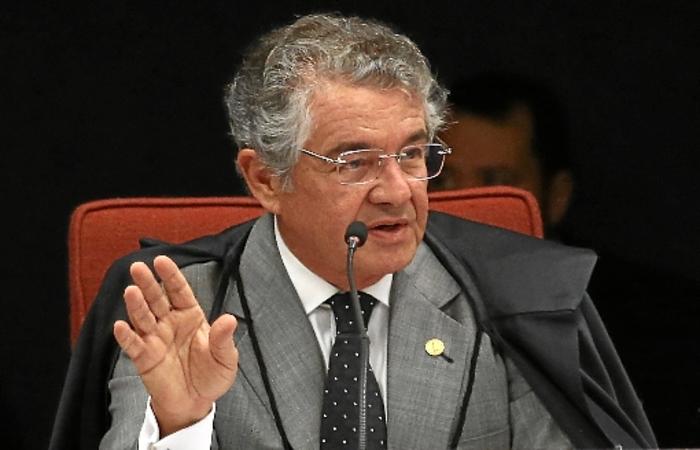 No ano passado, foram revelados depósitos de Queiroz e de sua esposa na conta da primeira-dama, Michelle Bolsonaro, que somavam R$ 89 mil. (crédito: José Cruz/Agência Brasil)