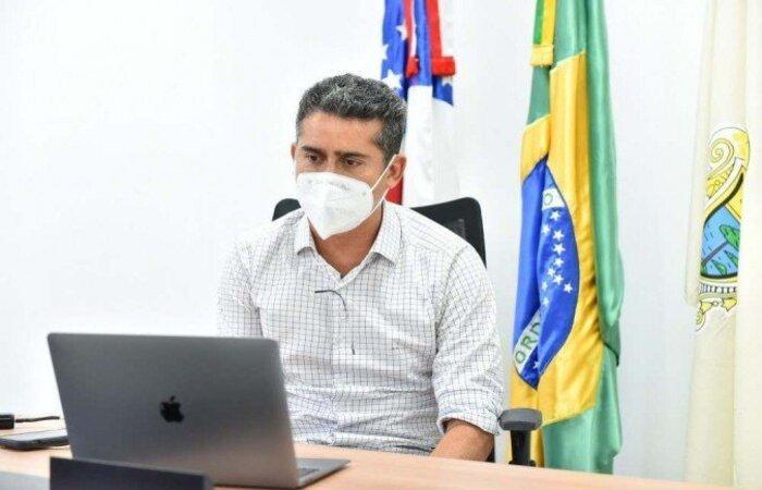 Político é acusado de envolvimento em esquema para furar a fila de vacinas e deve ser o primeiro chefe de município a ser chamado  (crédito: DHYEIZO LEMOS/Prefeitura de Manaus)