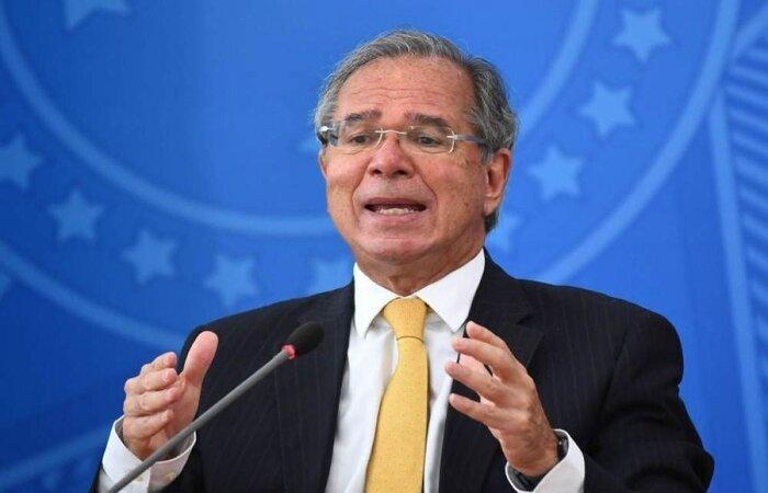 Declaração do ministro da Economia pode interferir, por exemplo, na importação do ingrediente farmacêutico ativo (IFA) da China, necessário para a produção de doses da vacina CoronaVac no Brasil  (crédito: AFP / EVARISTO SA)