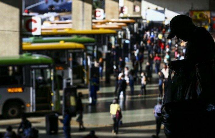 O resultado representa alta de 2,9%, ou de mais 400 mil pessoas desocupadas em relação ao trimestre anterior, de setembro a novembro de 2020, quando a desocupação foi calculada em 14 milhões de pessoas  (crédito: Marcelo Camargo/Agência Brasil )
