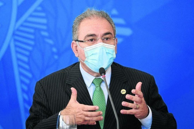 (Mesmo com a projeção otimista, o ministro da Saúde não deixou de pedir ajuda aos países que possuem doses extras de imunizantes. Foto: Evaristo Sá/AFP)